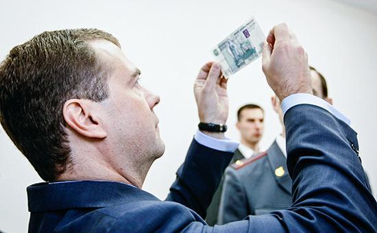 Дмитрий Медведев всесторонне рассмотрит вопрос о страховании вкладов